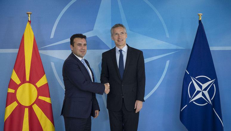 Stoltenberg spotkał się w Skopje z premierem Macedonii Zoranem Zaewem, aby wspomóc jego wysiłki zmierzające do przekonania rodaków do przyjęcia umowy z Grecją. Źródło: NATO
