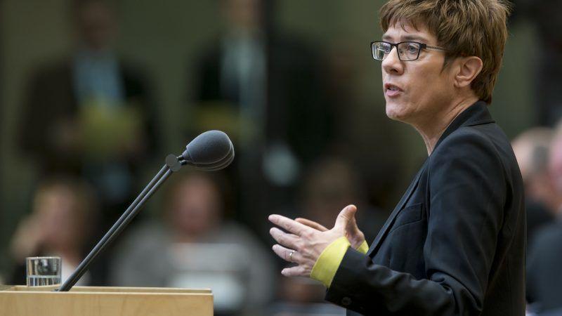 """Minister obrony Niemiec Annegret Kramp–Karrenbauer (na zdj.) pokreśliła w środę, że ewentualne zwycięstwo Joe Bidena nie oznacza, że Europa powinna liczyć wyłącznie na USA w kwestii obronności, """"tak jak dawniej""""."""