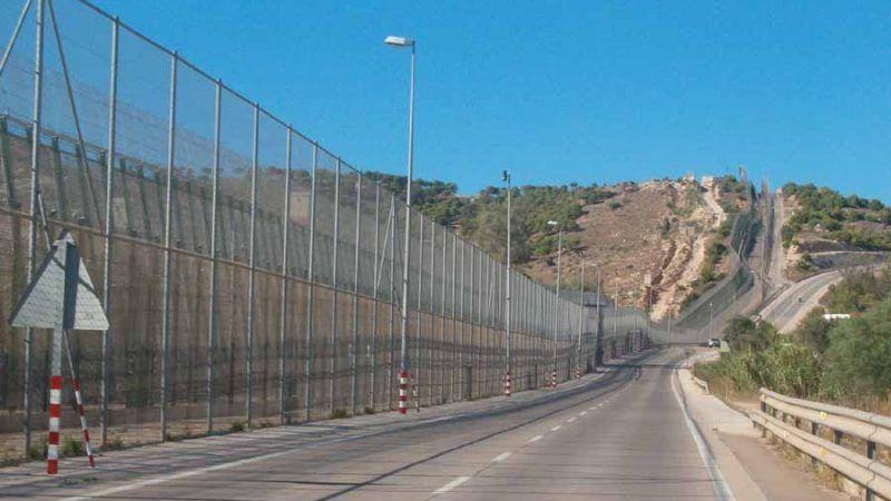 Płot graniczny w Melilli, źródło: Wikipedia, fot. Ongayo