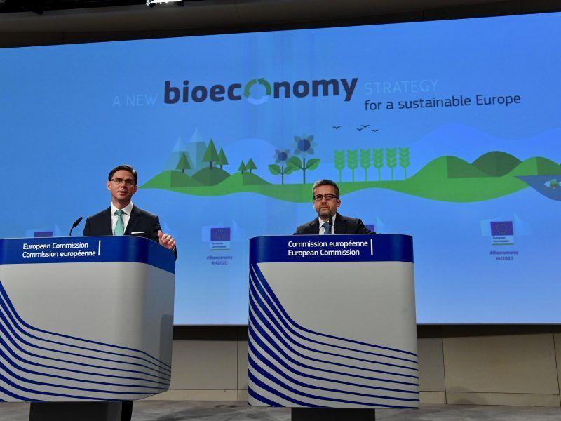 Jyrki Katainem i Carlos Moedas na konferencji w Brukseli, źródło: EC Audiovisual Service, fot. Mauro Bottaro