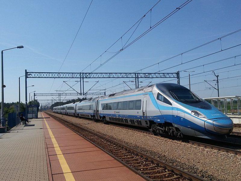Minister Adamczyk stwierdził, że kolej dużych prędkości będzie łączyć państwa V4, podobnie jak Via Carpatia.