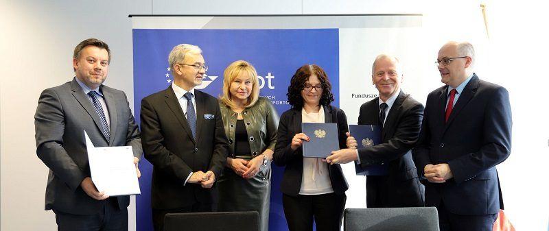 Podpisanie umowy o dofinansowaniu z UE budowy odcinka trasy S3, źródło ministerstwo infrastruktury