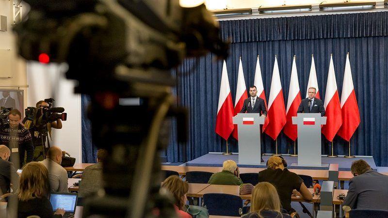 Briefing-ministra-Krzysztofa-Szczerskiego-po-ataku-Rosji-w-Cieśninie-Kerczeńskiej-źródło-Igor-Smirnow-KPRP.jpg
