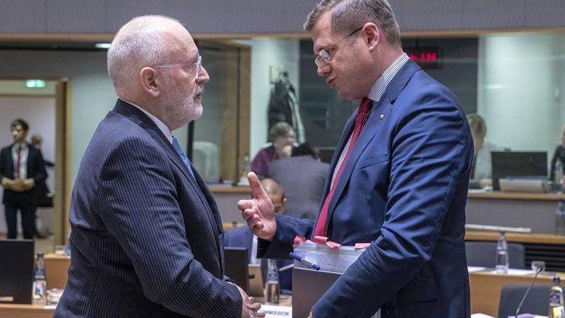 Wiceszef Ke Frans Timmermans i ambasador Polski przy UE Andrzej Sadoś, źródło KE
