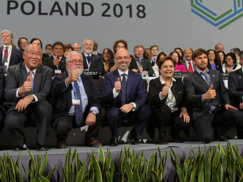 Uczestnicy ostatniej sesji rozmów COP24, źródło: Flickr/UNclimatechange