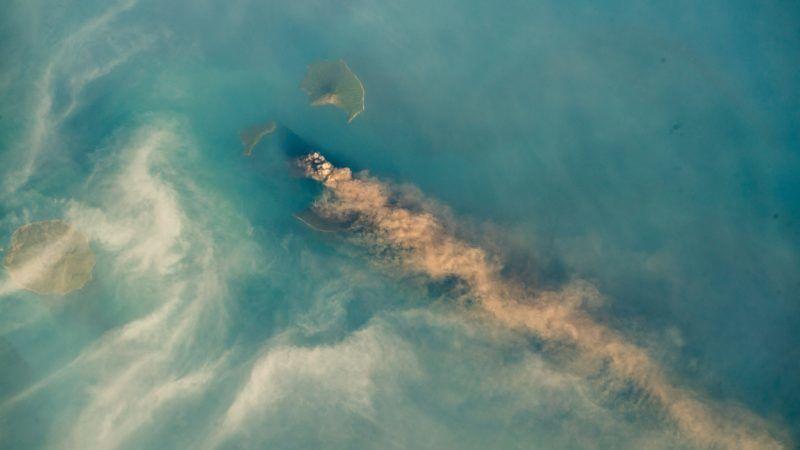 Wulkan Krakatau widziany z powietrza