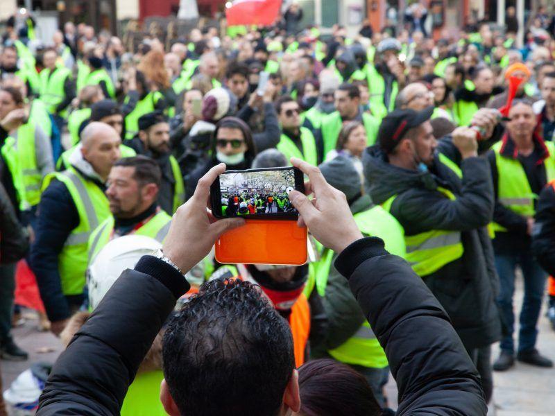"Protest ""żółtych kamizelek"", źródło: Flickr, fot. Sébastien Huette"