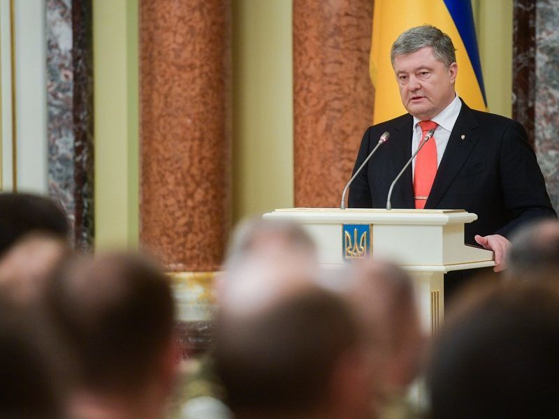 Prezydent Ukrainy Petro Poroszenko na mównicy, źródło twitter@poroshenko