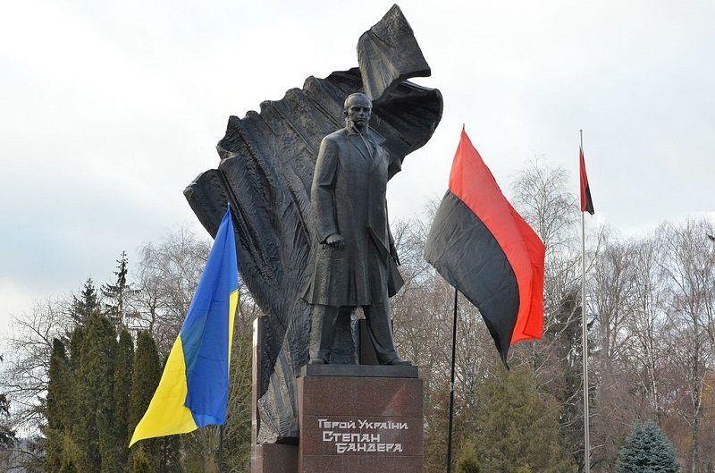 Pomnik Stepana Bandery w Tarnopolu, źródło Mykola Vasylechko wikimedia CC BY-SA 4.0