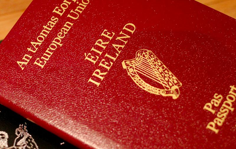 Irlandzki paszport, źródło: Flickr, fot. Sarah Rose