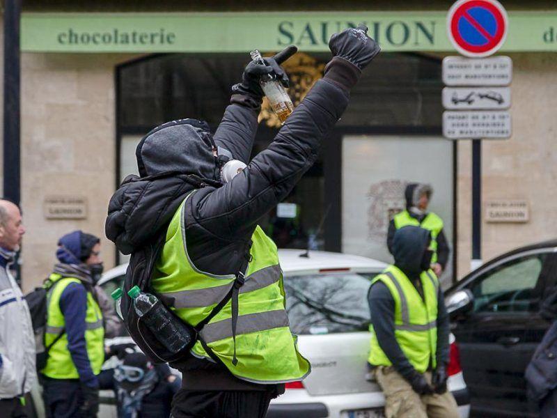"""Manifestacja """"żółtych kamizelek"""" w Bordeaux, źródło: Flickr, fot. Patrice Calatayu"""