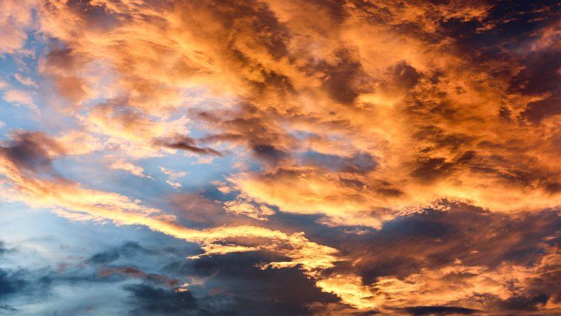 Niebo: Sky is the limit. Fot. Zoey Tien : Unsplash