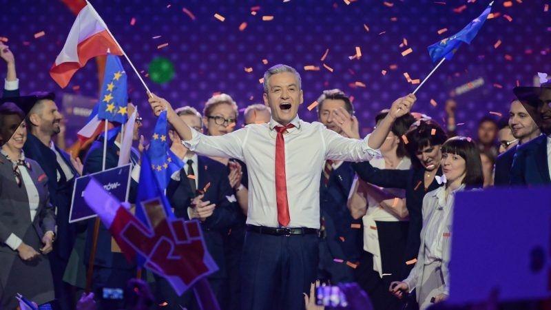 Robert Biedroń na konwencji założycielskiej partii Wiosna, źródło euactiv.com za EPA EFE Jakub Kamiński