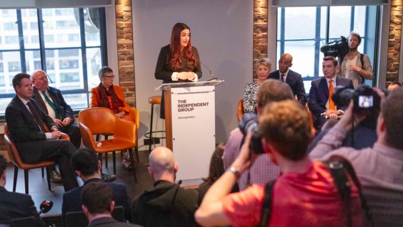 Luciana Berger ogłasza na konferencji prasowej powstanie nowej inicjatywy politycznej, źróło: Twitter/@TheIndGroup