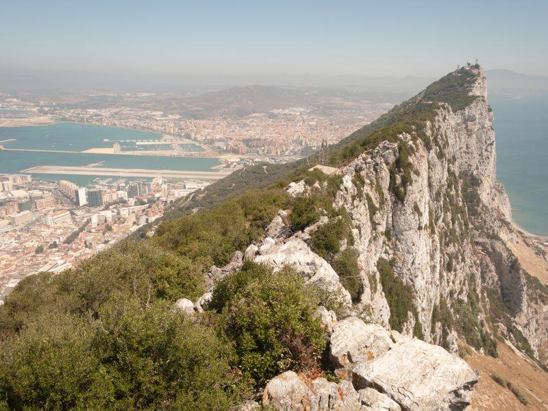Skała Gibraltarska, widok w kierunku terytorium hiszpańskiego, źródło: Flickr/ADTeasdale