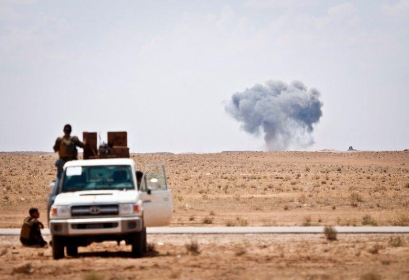 Wojska SDF ostrzeliwują pozycje Państwa Islamskiego w okolicy granicy syryjsko-irackiej w maju 2018 r., źródło: U.S. Army, fot. Army Staff Sgt. Timothy R. Koster