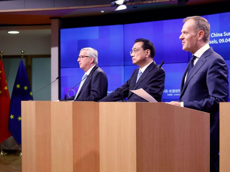 Przewodniczący Komisji Europejskiej Donald Tusk, premier Chin Li Keqiang i przewodniczący Rady Europejskiej Donald Tusk, źródło: European Council (consilium.europa.eu)