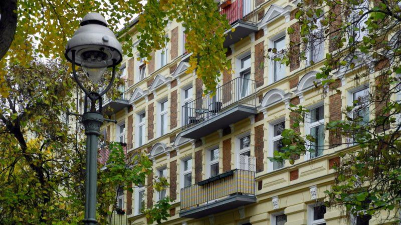 Budynek mieszkalny w Berlinie, źródło: PxHere (CC0 Public Domain)