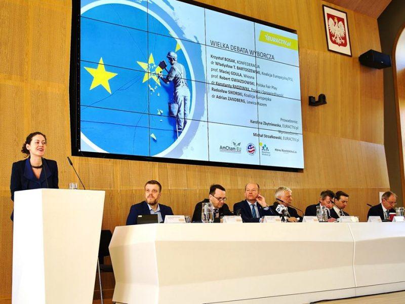 Wielka Debata Wyborcza EURACTIV.pl. Na zdjęciu (od lewej): Karolina Zbytniewska, Adrian Zandberg, Radosław Sikorski, Konstanty Radziwiłł, Robert Gwiazdowski, Maciej Gdula, Krzysztof Bosak i Władysław T. Bartoszewski