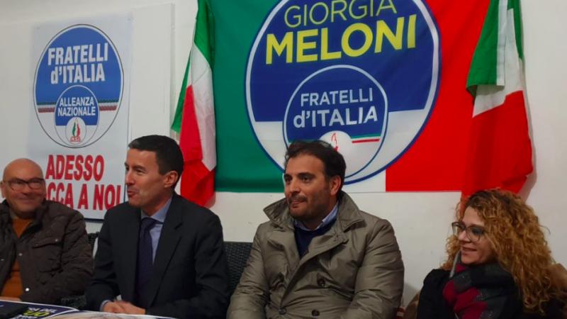 Caio Mussolini (drugi od lewej) podczas jednego z pierwszych spotkań wyborczych, źródło: Twitter/Caio G.C. Mussolini (@CaioGCM)