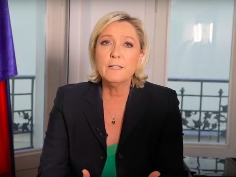 """Marine Le Pen apeluje o """"pożyczkę patriotyczną"""", źródło: YouTube/Marine Le Pen (https://www.youtube.com/watch?v=ddw4lLKQQAw)"""