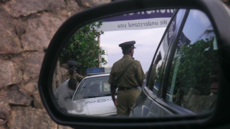 Lankijska policja, źródło: Flickr, fot. Indi Samarajiva