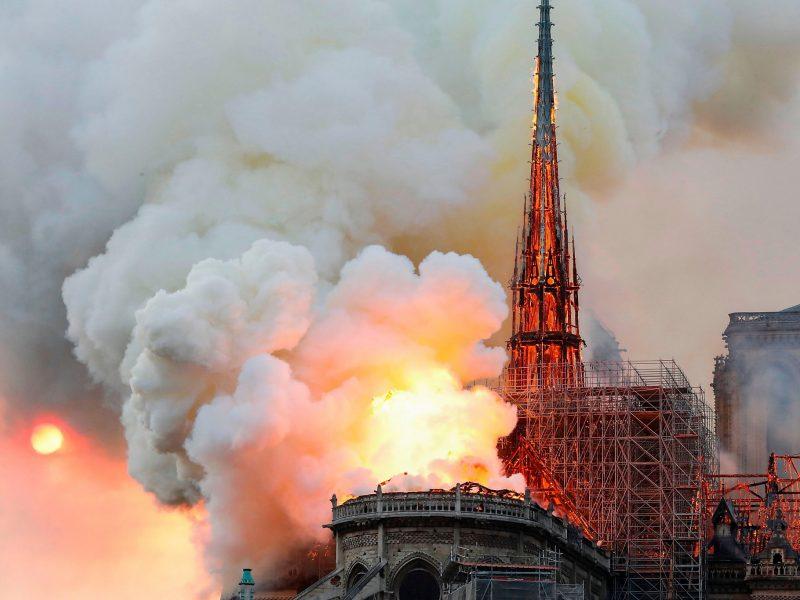 Płonąca katedra Notre Dame w Paryżu, fot. Adam Nossiter and Aurelien Breeden [Flickr]