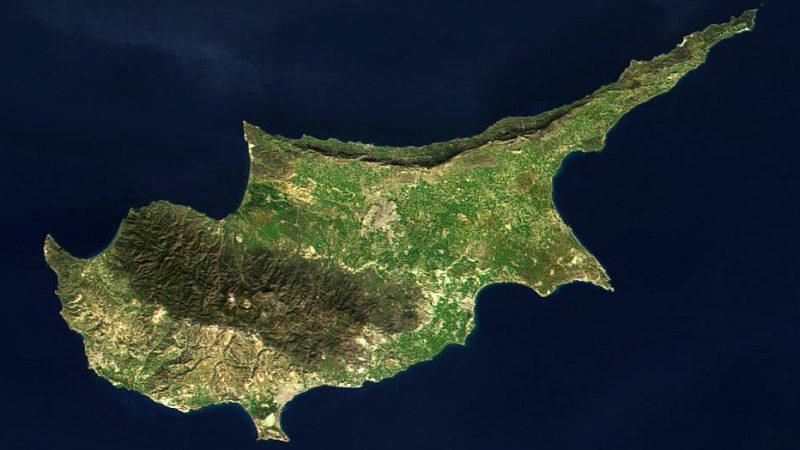 Cypr widziany z orbity okołoziemskiej, źródło: NASA (Public Domain)