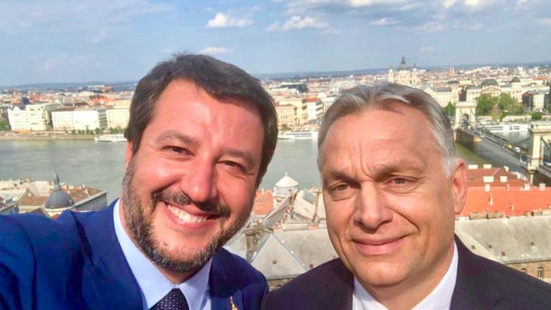 Matteo Salvini i Viktor Orban - selfie na tle Dunaju w Budapeszcie umieszczone przez wicepremiera Włoch na Twitterze, źródło: Twitter/Matteo Salvini (@matteosalvinimi)
