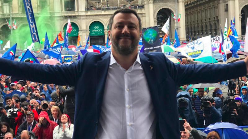 Matteo Salvini na wiecu Ligi w Mediolanie, źródło: Twitter/Matteo Salvini (@matteosalvinimi)