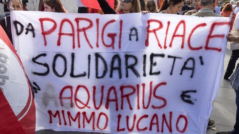 Manifestacja solidarności z Domenico Lucano, źródło: Flickr, fot. Jacques-Billaudel (CC BY-NC 2.0)