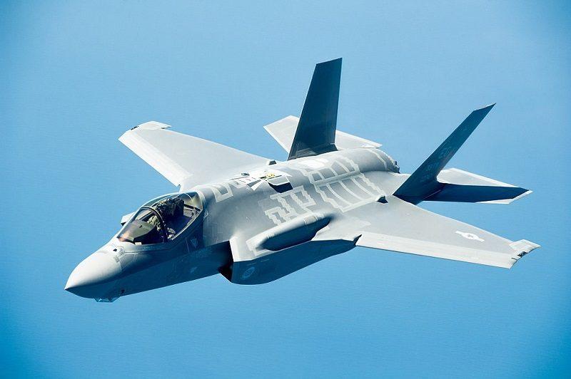 Amerykański myśliwiec F 35, źródło wikimedia, autor MSgt John Nimmo Sr.