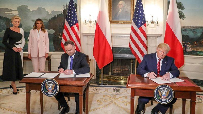 Prezydenci Polski i USA Andrzej Duda i Donald Trump podpisują deklarację o współpracy obronnej, źródło Jakub Szymczuk KPRP
