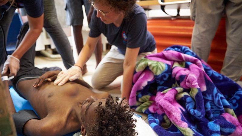 Pomoc migrantom na pokładzie Alan Kurdi, źródło twitter.com.seaeyeorg