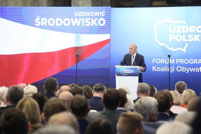 Szef PO Grzegorz Schetyna przedstawia swoja szóstkę - program wyborczy na jesienne wybory, źródło twitter PO