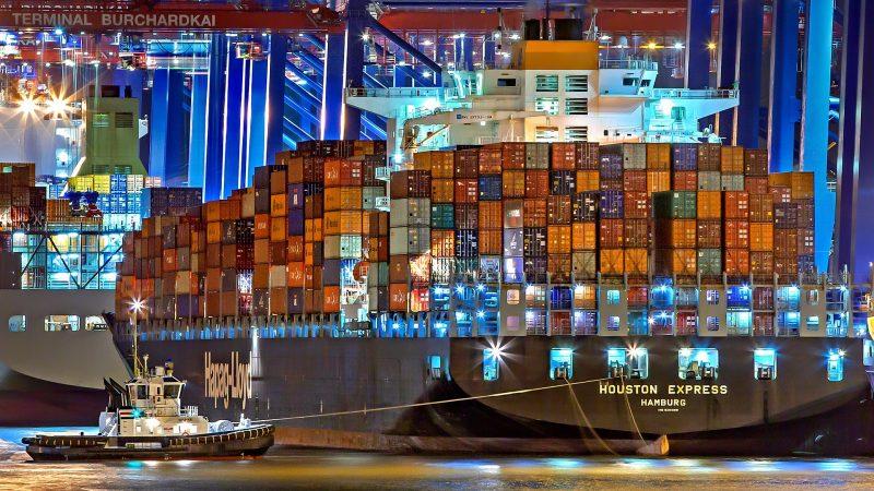 Statek w porcie w Hamburgu fot. Julius Silver źródło https://pixabay.com/