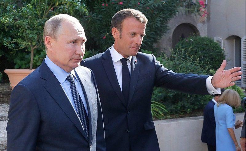 Prezydenci Francji i Rosji Emmanuel Macron i Władimir Putin w Fort Bregancon, źródło kremlin.ru za TASS