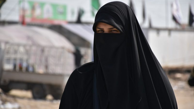 Burka, źródło: Unsplash, fot. mhrezaa
