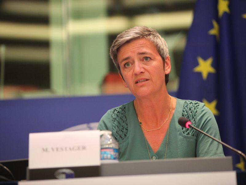 Pomoc dla Lufthansy wiąże się z przyjęciem pewnych warunków, w tym zapewnienia działań, które ograniczą zakłócenia konkurencji, poinformowała wiceszefowa KE Margrethe Vestager (na zdj.).
