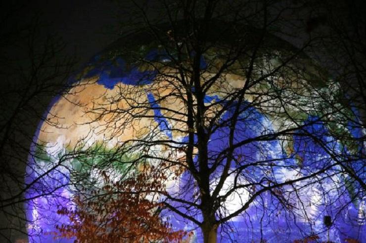 Kula ziemska i drzewo, źródło KE