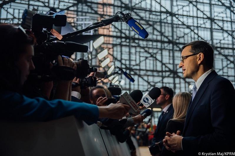 Premier Mateusz Morawiecki z dziennikarzami w Brukseli, źródło Krystian Maj KPRM