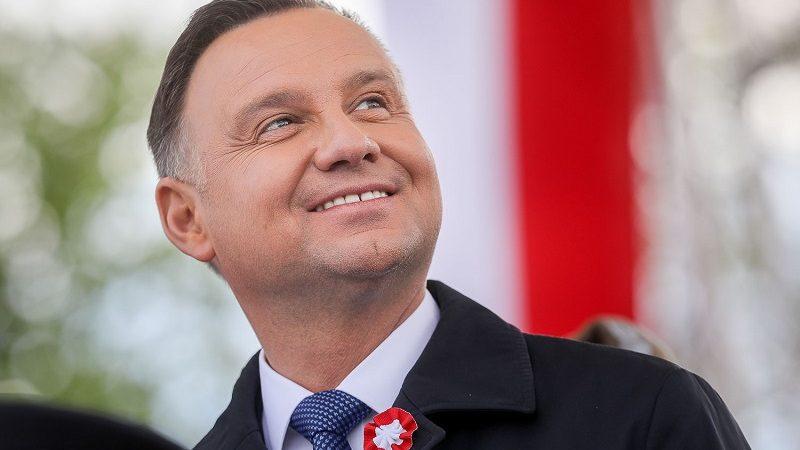 https://www.euractiv.pl/wp-content/uploads/sites/6/2019/12/Andrzej-Duda-porteret-%C5%BAr%C3%B3d%C5%82o-Jakub-Szymczuk-KPRP-800x450.jpg