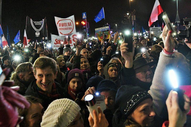 Manifestacja solidarności z sędziami, źródło fb Iustitia Polska za johnBoBsophieArt