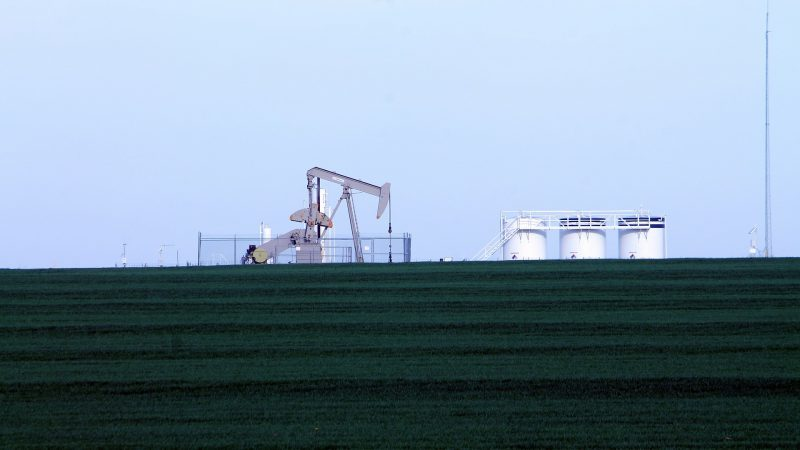 Szyb naftowy, fot 15299 [Pixabay]