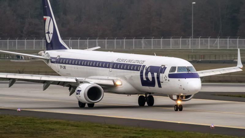 Samolot LOT, fot. Oliver Holzabuer [Flickr]