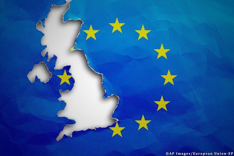 Kontur Wielkiej Brytanii wydarty w unijnej fladze, źródło PE