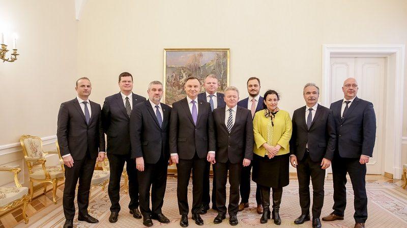 Prezydent Andrzej Duda, komisarz UE ds. rolnictwa Janusz Wojciechowski i ministrowie rolnictwa 8 państw UE, źródło Igor Smirnow KPRP