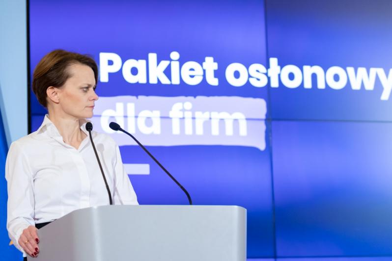 Minister Rozwoju Jadwiga Emilewicz przedstawia pakiet osłonowy dla firm, źródło Adam Guz KPRM