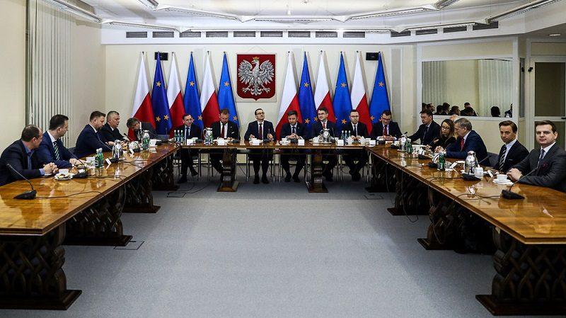 Spotkanie premiera Mateusza Morawieckiego z klubami parlamentarnymi ws. koronawirusa, źródło twitter Premier RP
