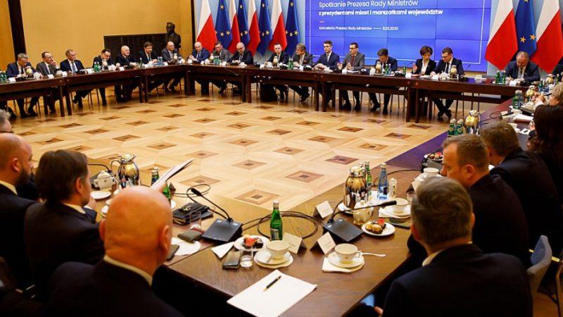 Spotkanie premiera z samorzadowcami ws. koronawirusa, źródło twitter Krystian Maj KPRM